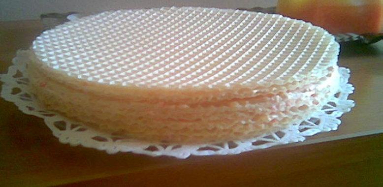 Как приготовить из вафельных коржей торт
